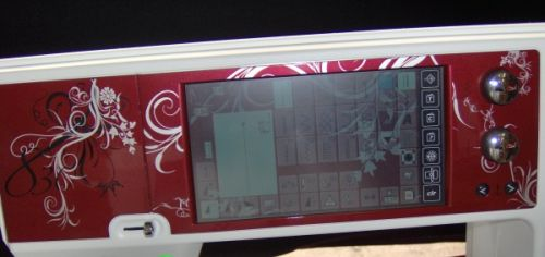 Color touch screen on the BERNINA 830 LE