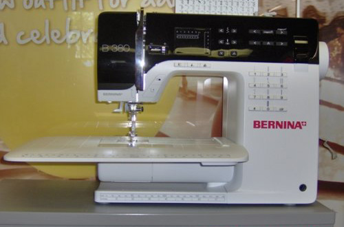 6) BERNINA presser feet -- Buttonhole foot with slide #3A/3B/3C